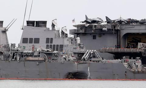 Βρέθηκαν νεκροί ναύτες στο αντιτορπιλικό των ΗΠΑ που συγκρούστηκε με δεξαμενόπλοιο