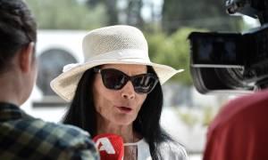 Κηδεία Λάσκαρη: Πώς αποχαιρέτησε η Ζωζώ Σαπουντζάκη τη φίλη της (pic)