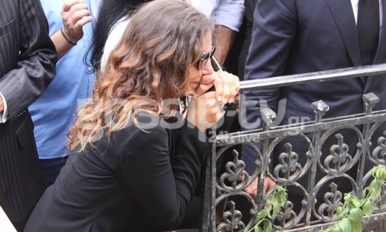 Μαρία Ελένη Λυκουρέζου:Συγκλονισμένη η κόρη της Λάσκαρη μετά την κηδεία - Η πρώτη κίνηση ήταν να...