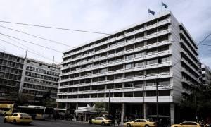 Λαθρεμπόριο καυσίμων: Κυβέρνηση και ΝΔ «ξιφουλκούν» για την πάταξη που δεν έκαναν