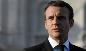 Οι Γάλλοι πλήρωσαν 26.000 ευρώ για το μεικ-απ του Μακρόν!
