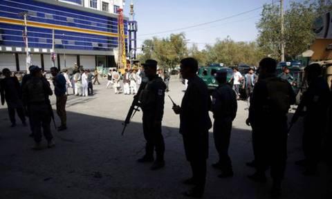 Λουτρό αίματος στο Αφγανιστάν: Τουλάχιστον 12 νεκροί από την επίθεση σε τέμενος (vid)