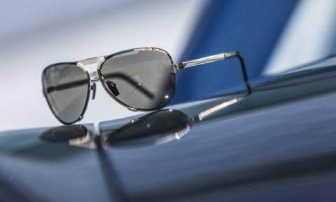 Πληρώνει τα γυαλιά ηλίου των πελατών η Porsche!