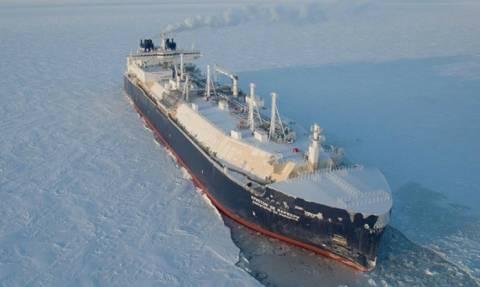 Για πρώτη φορά δεξαμενόπλοιο διέσχισε την Αρκτική χωρίς συνοδεία παγοθραυστικών