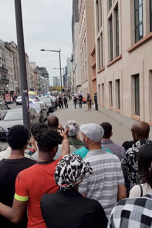 Συναγερμός στις Βρυξέλλες: Άνδρας επιτέθηκε με μαχαίρι σε στρατιώτες (pics)