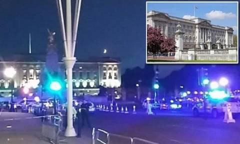 Βρετανία: Επίθεση με ξίφος έξω από τα Ανάκτορα του Μπάκιγχαμ - Δύο αστυνομικοί τραυματίες (pics+vid)