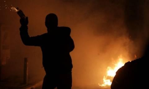Εξάρχεια: Νύχτα επεισοδίων με πέτρες και μολότοφ κατά των ΜΑΤ
