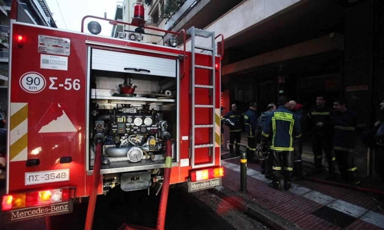 Φωτιά σε διαμέρισμα στην Ηλιούπολη: Στο νοσοκομείο με σοβαρά εγκαύματα ένας τραυματίας