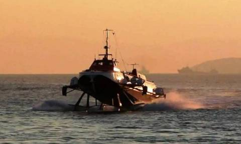Αίγινα - Μηχανική βλάβη εν πλω σε ιπτάμενο δελφίνι με 141 επιβάτες