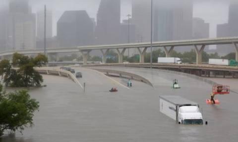 Καταιγίδα Χάρβεϊ - Τα δάκρυα Ελληνίδας στο Τέξας: Δεν έχω ξαναδεί τέτοια καταστροφή (vid)