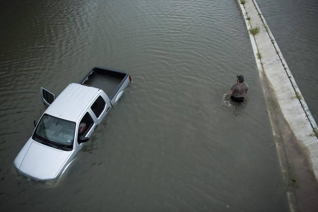 Συναγερμός στις ΗΠΑ: Επτά νεκροί από τον τυφώνα Χάρβεϊ  – Η στάθμη του νερού ανεβαίνει επικίνδυνα