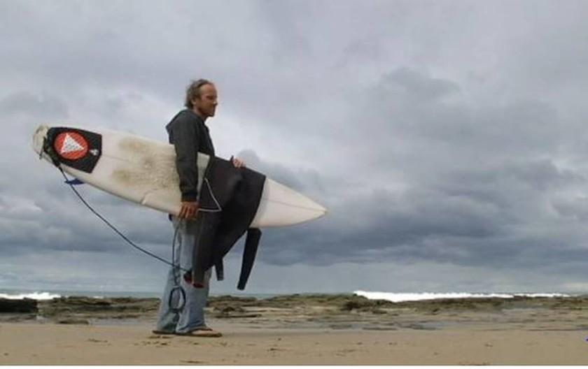 Αυστραλία: Του επιτέθηκε καρχαρίας και τη γλίτωσε επειδή... του έριξε μπουνιά! (pics)