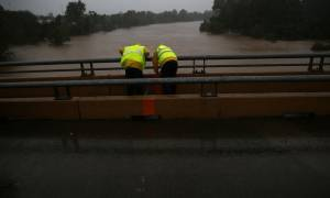 Καταιγίδα Χάρβεϊ: Υπερχειλίζει φράγμα κοντά στο Χιούστον - Τουλάχιστον 14 οι νεκροί (pics+vid)