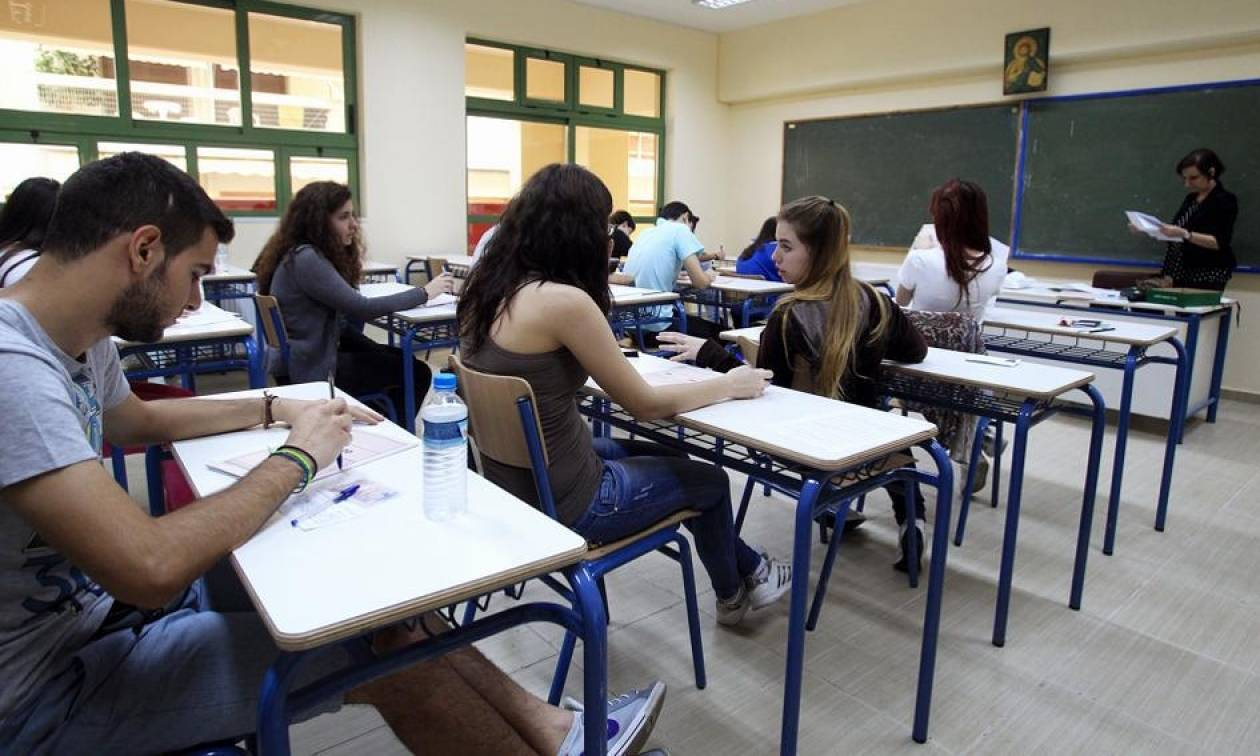 Πανελλήνιες - υπουργείο Παιδείας: Δεν υπάρχουν διπλές εξετάσεις