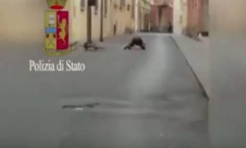 Ιταλία: Μαροκινός φώναζε «Αλλάχου Ακμπάρ» κλοτσώντας την είσοδο κτηρίου (vid)