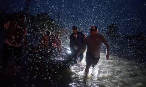Σε κατάσταση εκτάκτου ανάγκης το Χιούστον: Επιβλήθηκε απαγόρευση νυχτερινής κυκλοφορίας (Pics+Vid)