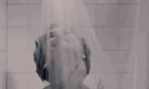 Αυτό είναι το λάθος με τα σφουγγάρια που κάνουμε όλοι στο ντους (video)