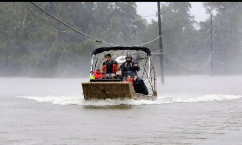 Καταιγίδα Χάρβει: Τραγικός θάνατος για εξαμελή οικογένεια (pics+vid)