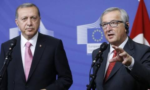 Γιούνκερ: Τούρκοι ξυπνήστε! Ο Ερντογάν ευθύνεται για την απομάκρυνση της Τουρκίας από την Ευρώπη