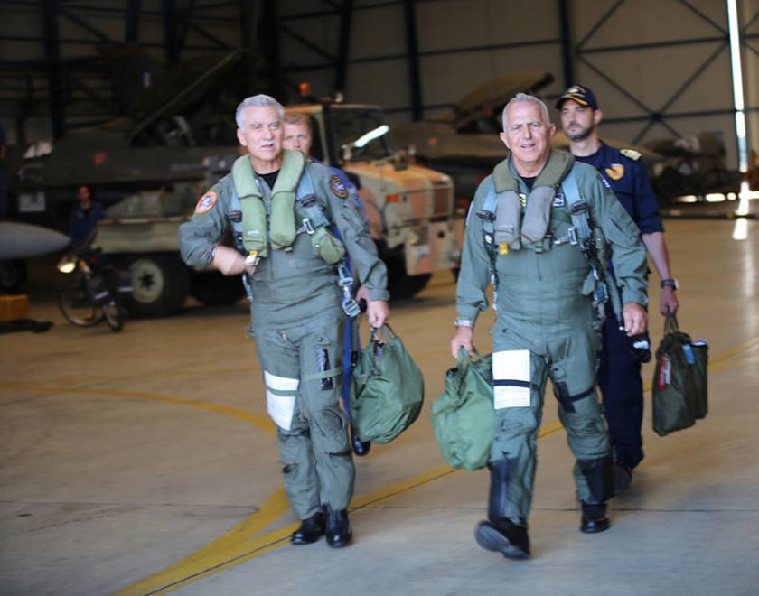 Ηχηρό μήνυμα: Πτήση των Αρχηγών ΓΕΕΘΑ και Π.Α με F-16 πάνω από το Αιγαίο (vid)