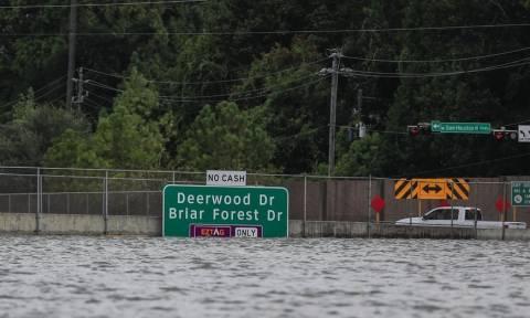 Καταιγίδα Χάρβεϊ: Στους 39 οι νεκροί - Ο Τραμπ ξανά στο πλημμυρισμένο Τέξας