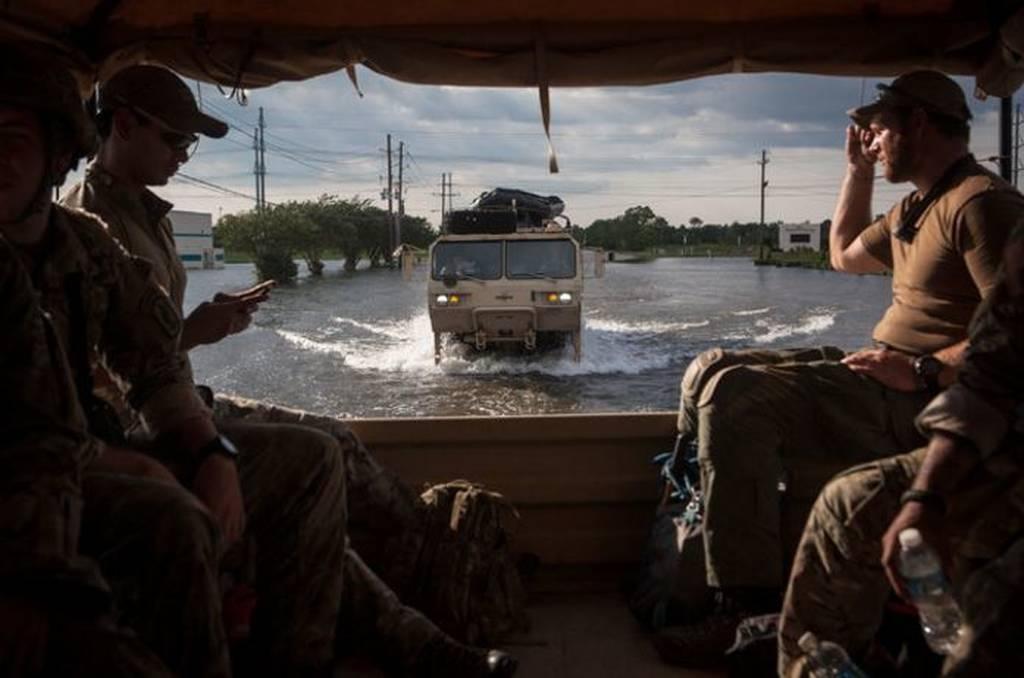 Τροπική καταιγίδα Χάρβεϊ: Λάσπη, νερό και θλίψη «έπνιξαν» το Τέξας (pics)