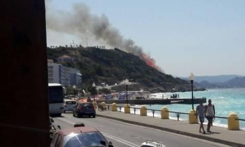 ΕΚΤΑΚΤΟ: Συναγερμός στη Ρόδο - Μεγάλη φωτιά ΤΩΡΑ - Κοντά σε σπίτια οι φλόγες