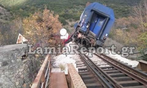 Εκτροχιάστηκε τρένο στον Μπράλο: Κλειστή η σιδηροδρομική γραμμή Αθηνών - Θεσσαλονίκης