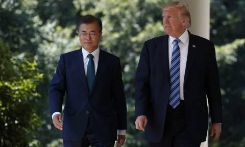 Στην αντεπίθεση ο Τραμπ: «Εξοπλίζει» τη Νότια Κορέα με πιο ισχυρούς βαλλιστικούς πυραύλους
