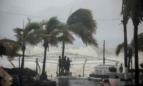 Φονικό πέρασμα της τροπικής καταιγίδας Λύδια από το Μεξικό (vid)