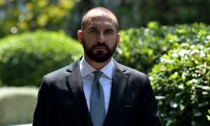Τζανακόπουλος εναντίον Μητσοτάκη: Έχει να γράψει άρθρα για τον ομοϊδεάτη του, τον Σημίτη