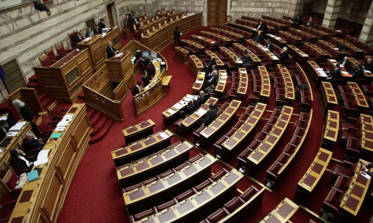 Βουλή: Νομοσχέδιο-«σκούπα» για συντάξεις χηρείας και διπλά ασφάλιστρα εισφορών