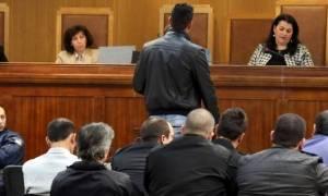 Απουσία των κατηγορουμένων ξεκίνησε εκ νέου η δίκη της Χρυσής Αυγής
