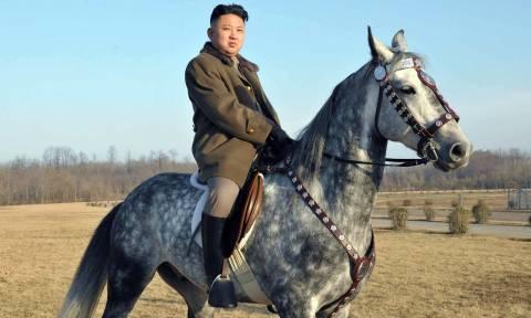 Κιμ Γιονγκ Ουν: Όλα όσα θα θέλατε να ξέρετε για τη ζωή του πιο αμφιλεγόμενου ηγέτη στον πλανήτη