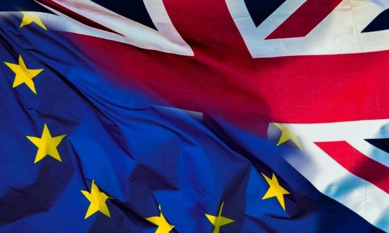 Λονδίνο: Διέρρευσε έγγραφο για μείωση των Ευρωπαίων μεταναστών μετά το Brexit