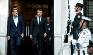 Ο Μακρόν στην Ελλάδα: Ικανοποίηση στην κυβέρνηση από τα έως τώρα αποτελέσματα της επίσκεψης