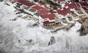 Ίρμα: Τοπίο θανάτου και καταστροφής αφήνει πίσω του ο κυκλώνας καθώς κινείται προς τη Φλόριντα