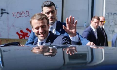 Ο Μακρόν αναχώρησε από την Ελλάδα: Γιατί δεν επιβιβάστηκε στο ίδιο αεροσκάφος με την Μπριζίτ
