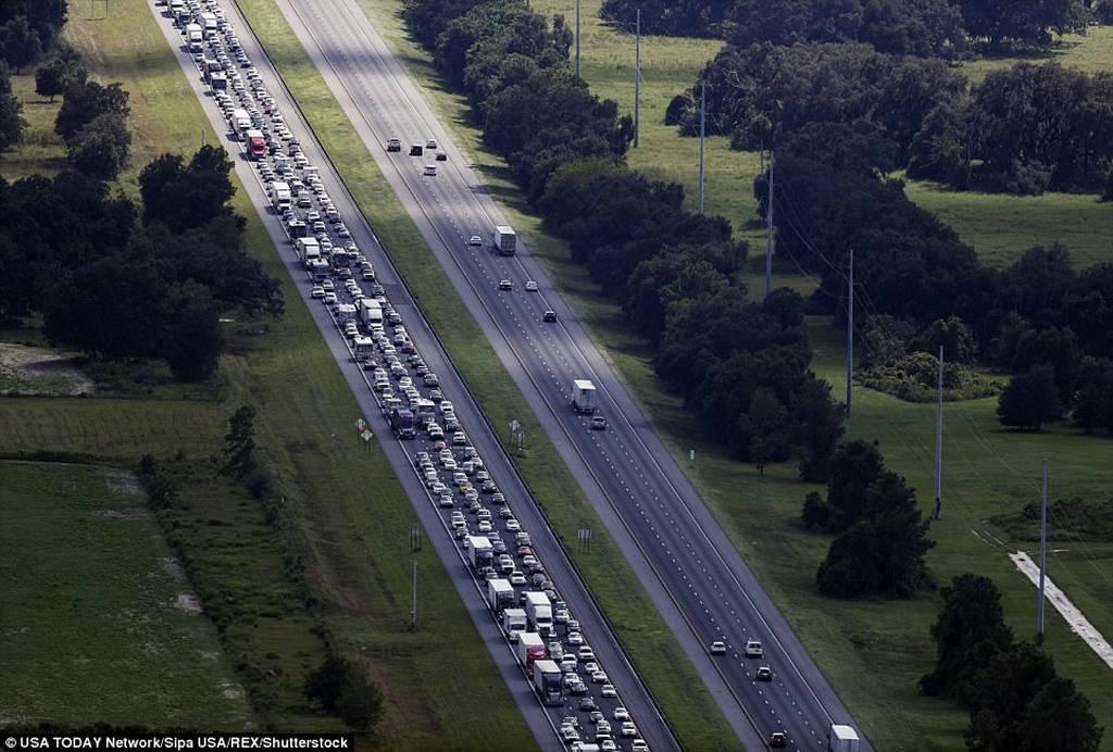 Τυφώνας Ίρμα: Εκκενώνεται η Φλόριντα - Άδειασαν βενζινάδικα και σούπερ μάρκετ (pics)