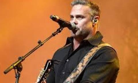Γνωστός τραγουδιστής βρήκε τραγικό θάνατο λίγο πριν από τη συναυλία του