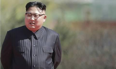 Επείγουσα συνομιλία Μακρόν, Τραμπ και Άμπε – Φοβούνται πυραυλική επίθεση από τον Κιμ Γιονγκ Ουν
