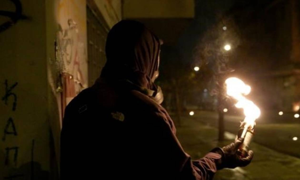Νέες επιθέσεις με μολότοφ σε διμοιρίες των ΜΑΤ, σε Πολυτεχνείο και Εξάρχεια