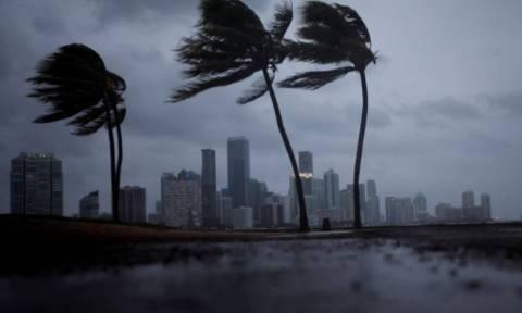 Κυκλώνας Ίρμα: Υποβαθμίστηκε στην κατηγορία 3 αλλά παραμένει εξαιρετικά επικίνδυνος