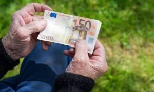 Κρυφό «ψαλίδι» 20 έως 50 ευρώ στις συντάξεις
