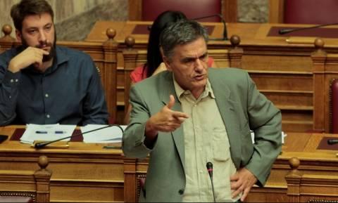 Ειρωνείες και προσβολές Τσακαλώτου στη Βουλή – Μόνο που δεν έβρισε