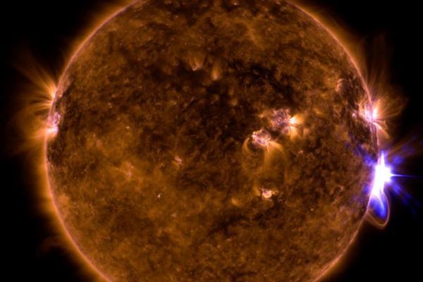 ΗλιακήέκλαμψηΠηγήNASA SDO Goddard