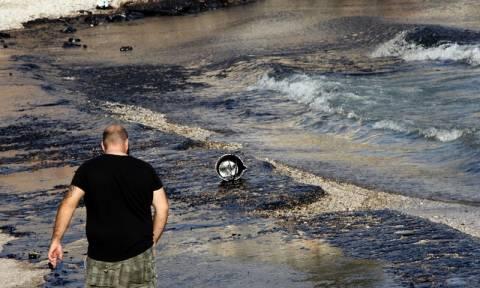 Βίντεο σοκ: Η πετρελαιοκηλίδα στις ακτές της Σαλαμίνας όπως την κατέγραψε drone