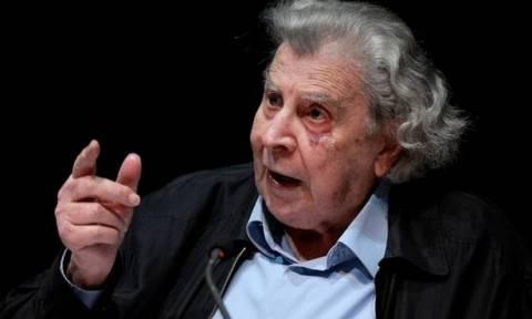 Παρέμβαση Μίκη Θεοδωράκη: Χάρη στον Ανδρέα, ο Τσίπρας κυβερνά «κουτσός»