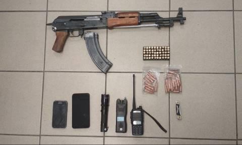 Θεσσαλονίκη: Ένα μικρό οπλοστάσιο αποκάλυψε η αστυνομική έρευνα