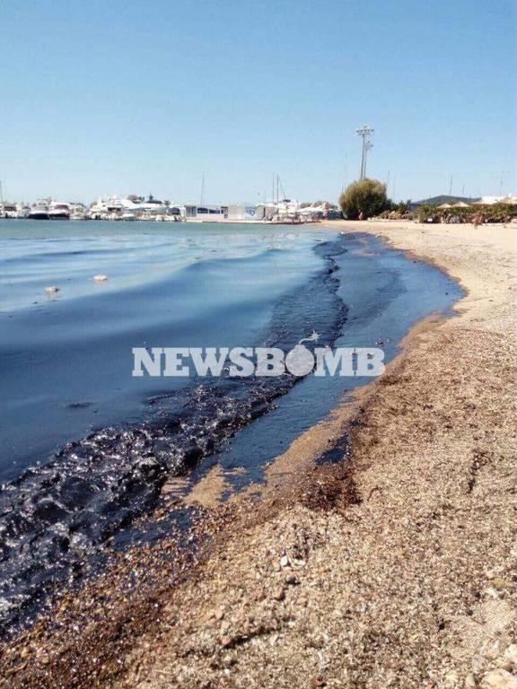 Πετρελαιοκηλίδα: Απέραντος βούρκος ο Σαρωνικός - Πότε θα καθαρίσει η θάλασσα